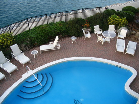 Charlevoix, MI: Looking down onto pool