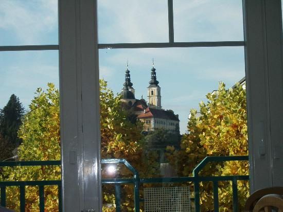 Gastehaus Plank : A view of the church Mariatrost from the hotel breakfast room