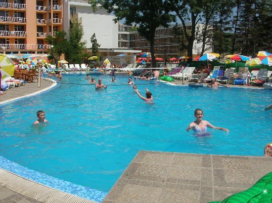 Sun Palace: the pool