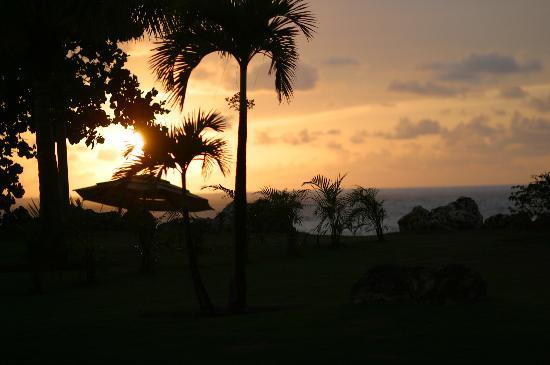 Villa Montana Beach Resort: Gorgeous sunset on the beach
