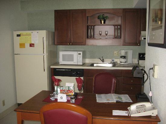 Residence Inn Boise Downtown: small kitchen