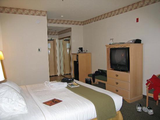 Holiday Inn Express Morgan Hill: Front part of room