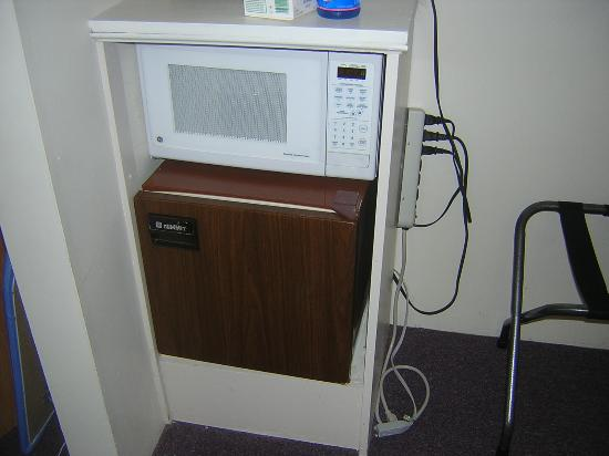 Town Crier Motel: Mini fridge!