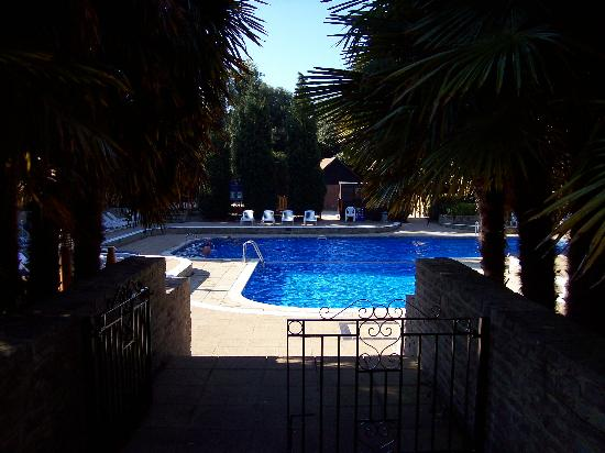 Macdonald Elmers Court Hotel & Resort: another view of the lovely outdoor pool in the quiet morning sunshine