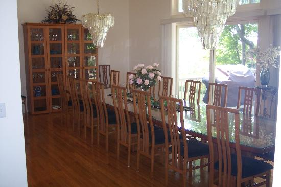 The Inn at Chateau Grand Traverse: Dining Room