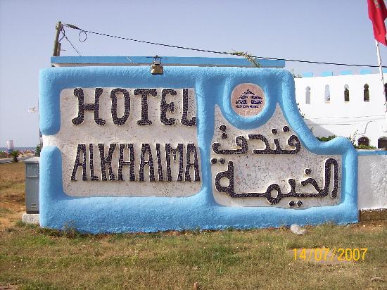 Hotel Al Khaima: Auf der Hauptstrasse gut zu erkennen