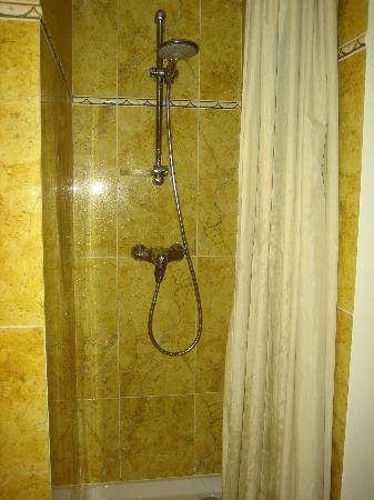 Hotel de Varenne : shower