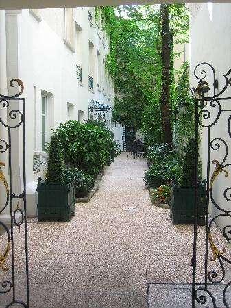 Hotel de Varenne : The Courtyard