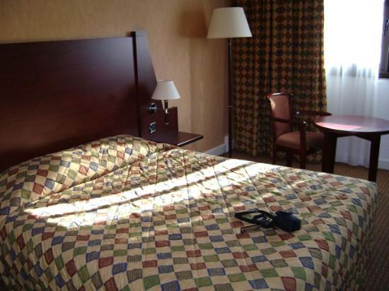 Mercure Paris Montmartre Sacre Coeur : Hotel Room