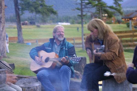Echo Valley Ranch & Spa : round the camp fire