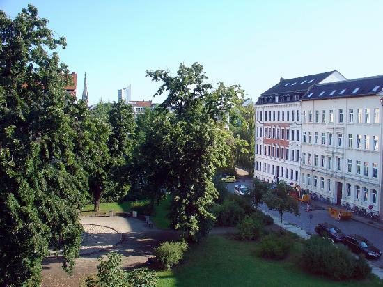 Hotel Markgraf Leipzig: Aussicht auf Körnerplatz, Peterskirche und City-Hochhaus