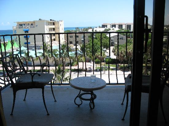 Delray Beach Marriott: patio