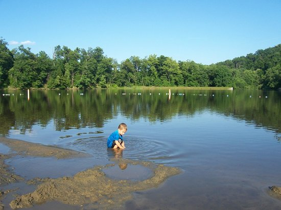 Shawnee State Park: lake by the campgrounds