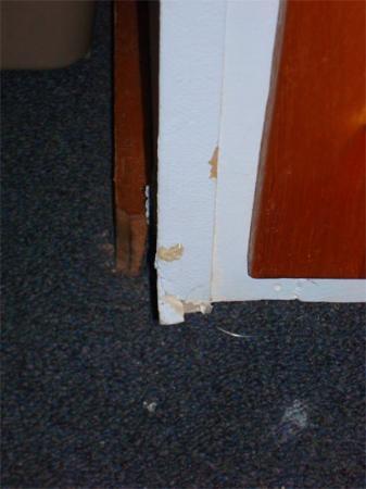 The Seacrest Inn: the wall falling apart