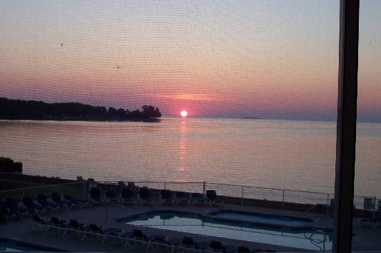 BayShore Resort: View of sunrise from 2nd floor room