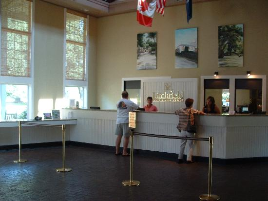 Litchfield Beach & Golf Resort: Lobby