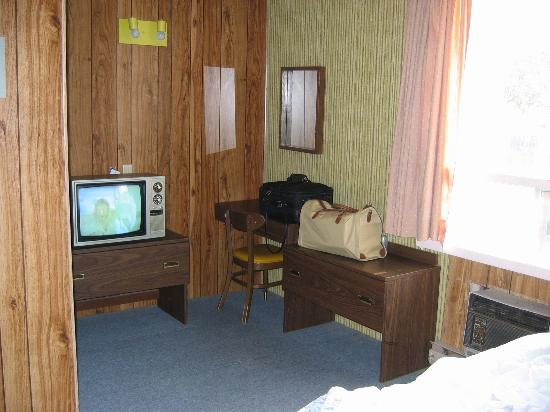 Empress Inn & Suites : The TV