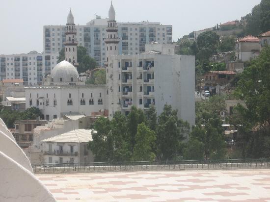 El Aurassi Hotel : djyh22@hotmail.com
