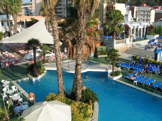 Hotel Marina Sand: Vue grande piscine du balcon 2ème étage