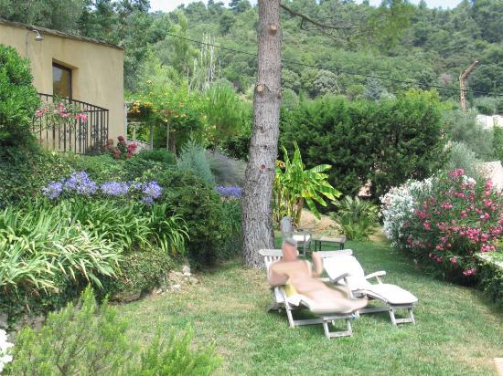 La Colline de Vence : Relaxing in one of many quiet spots