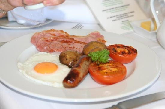 Oldfields House: breakfast