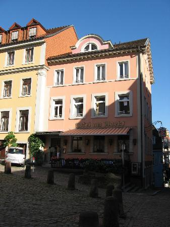 Hotel Am Markt: Outdoor breakfast/patio area