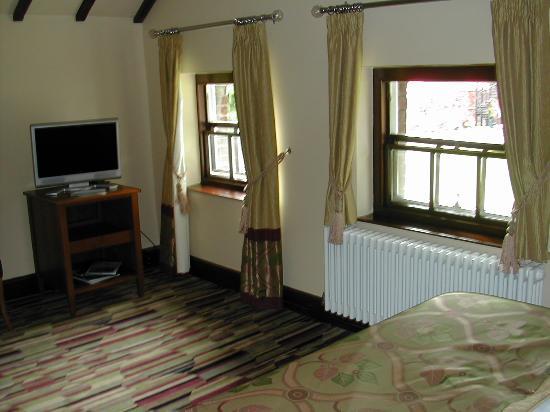 Wynnstay Hotel & Spa: Spacious room, 401