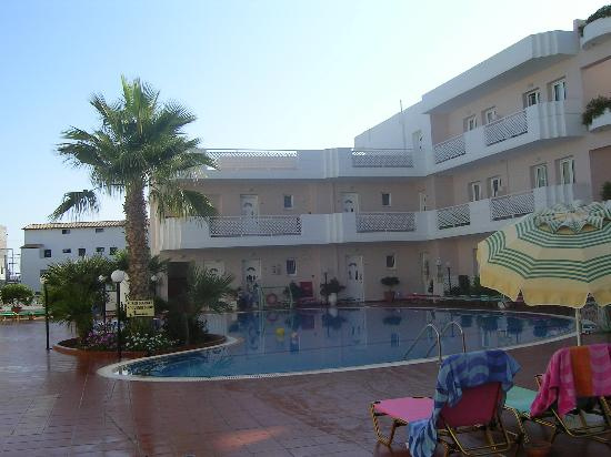 Magda Hotel : piscine