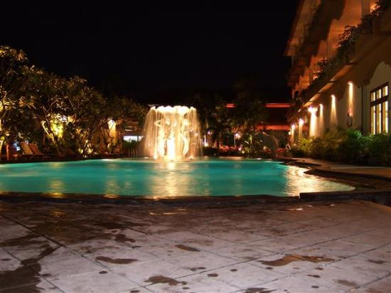 Febri's Hotel & Spa : The pool is open until 22:00.