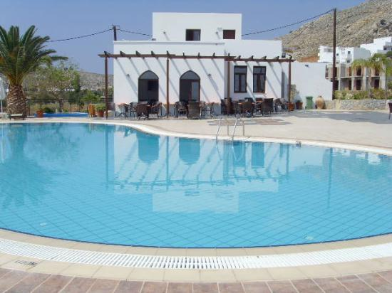 Krana Apartments : snackbar and lovely clean pool