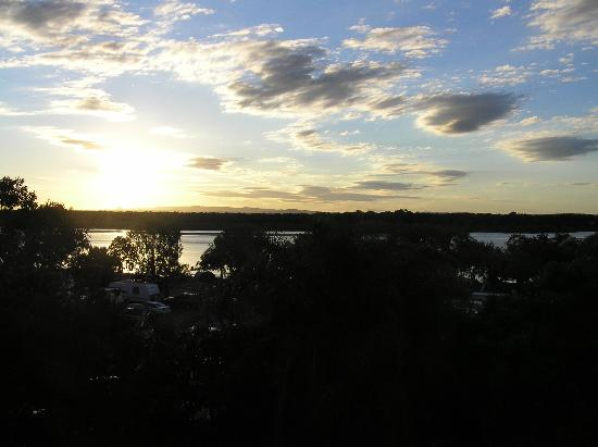 Noosa Pacific Riverfront Resort: Sunset