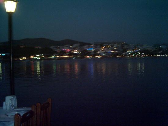 La Maison Aparthotel: Gumbet beach at night