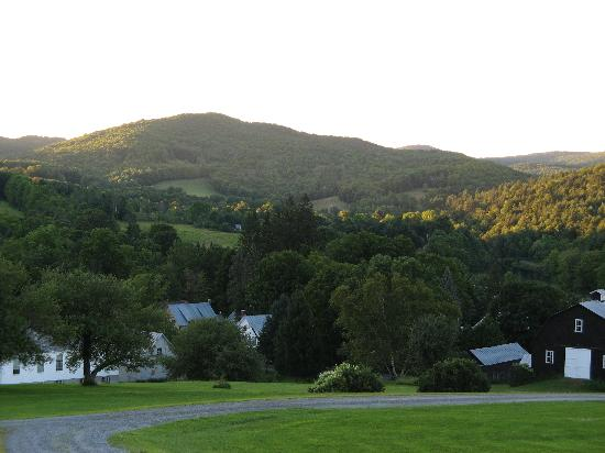 Apple Hill Inn: Green mountains and meadows