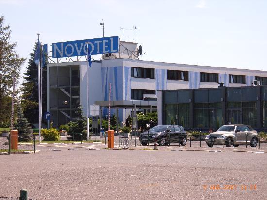 Novotel Poznan Malta : Hotel from car park Aug 2007