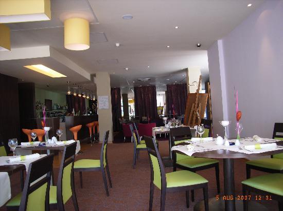 Novotel Poznan Malta : Hotel restaurant Aug 2007