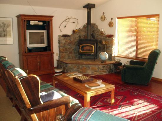 Yosemite West High Sierra Bed and Breakfast: Living Room
