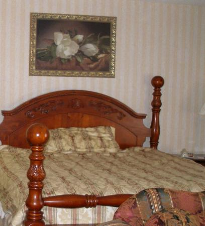 Fredericksburg Hill Country Hotel: comfortable bed
