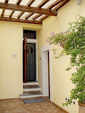 Relais Le Clarisse in Trastevere: The door to La Rosa suite.