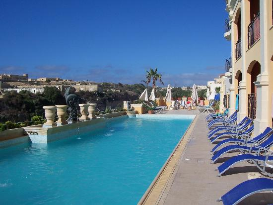 Grand Hotel Gozo: pool - 2007 with extended sunbeds area