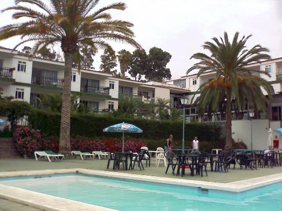 Bahia Parque Aparthotel: Hotel rooms, pool & garden