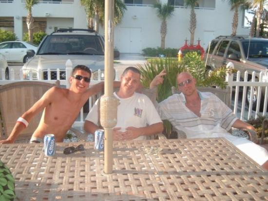 Silver Sands Motel: Jack, one of the owners taking a break to hang w/ us