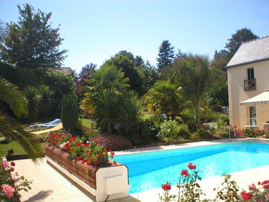 Aigue Marine Hotel : The pool at the Hotel Aigue Marine, Treguier