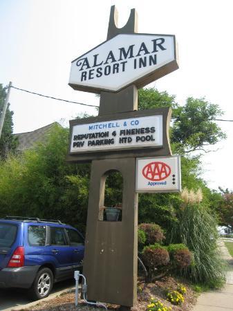 Alamar Resort Inn: Alamar's front logo
