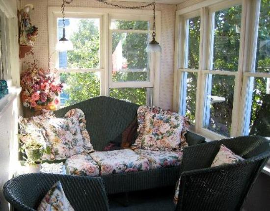 Mulberry Cottage Bed & Breakfast : porch for relaxing