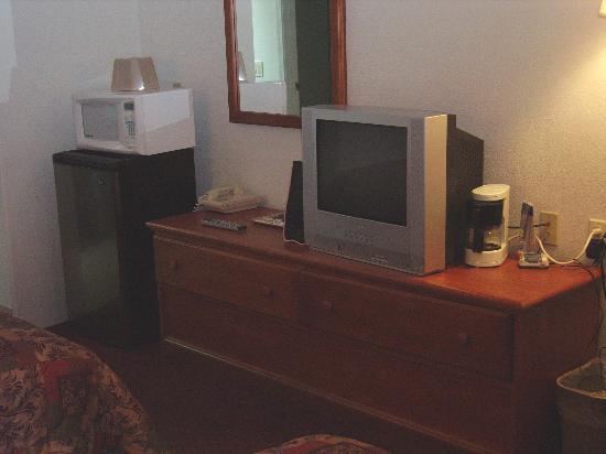 Shasta Pines Motel: TV - Fridge - Microwave - Coffee Maker