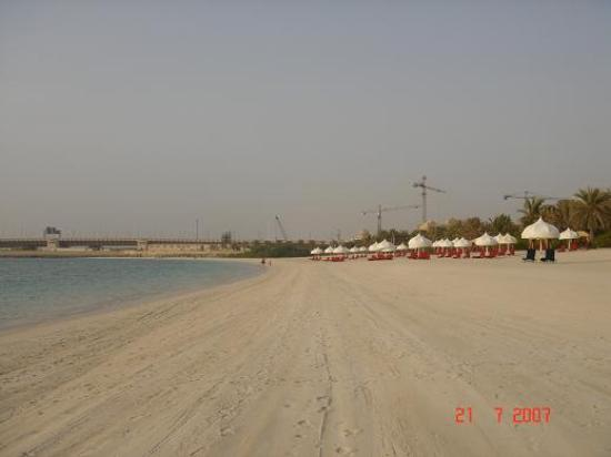 Residence & Spa at One&Only Royal Mirage Dubai: Nice beach with view towards the Arabian Court and entrance of the Palm