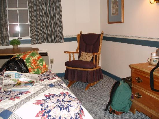 Country Living Inn: sitting area