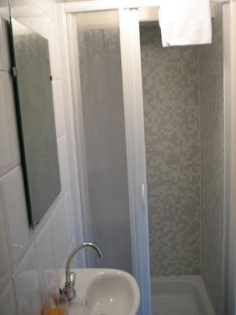 Prinsengracht Canal House: bathroom 1