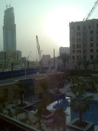 Vida Downtown Dubai: busy busy skyline at pool side