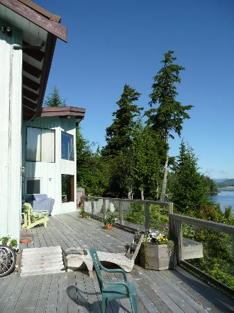 Meares Retreat Bed & Breakfast: A view of Meares deck.